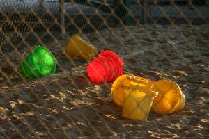 abandoned-toys-1552917